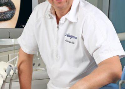2.-GLAMSMILE-4-własciciel-lekarz-stomatolog